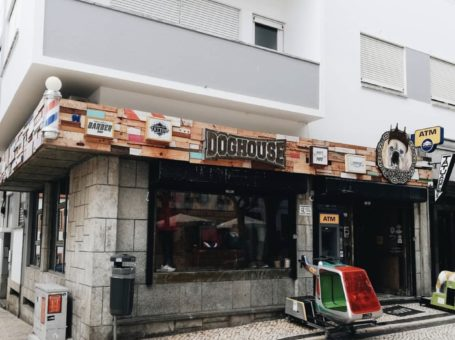 Dog House Ericeira – Vestuário, Barbearia & Tattoos